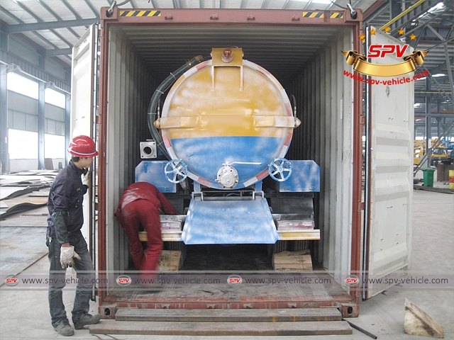 Stainless Steel Sewage Vacuum Cleaners (4,000 liters) is loaded into container and being fixed