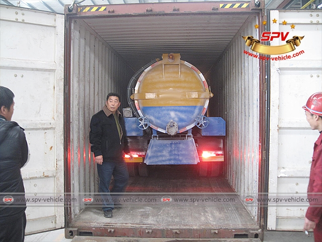 Stainless Steel Sewage Vacuum Cleaners (4,000 liters) is loaded into container