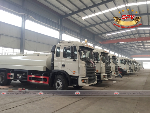 Water tanker with gasoline engine pump HONDA on manufacturing 01