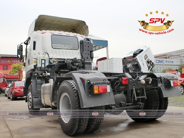 Back side view of Tractor Head Truck ISUZU (350 HP)