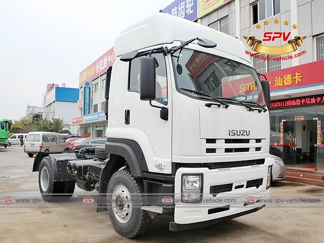 Front side view of Tractor Head Truck ISUZU (350 HP)