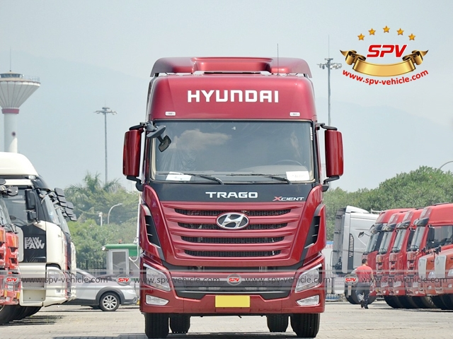 Front view of HYUNDAI Prime Mover