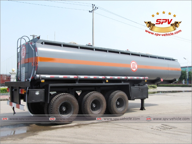 Back Side View of Chemical Liquid Tank Semi-trailer