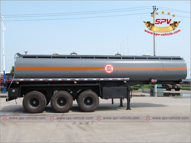 Side View of Chemical Liquid Tank Semi-trailer