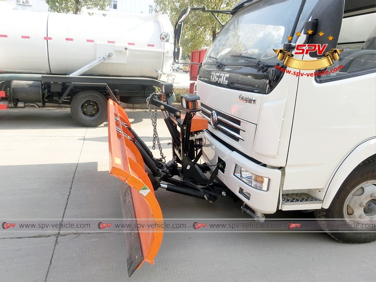 Road Sweeper with Snowplow Dongfeng-Detail