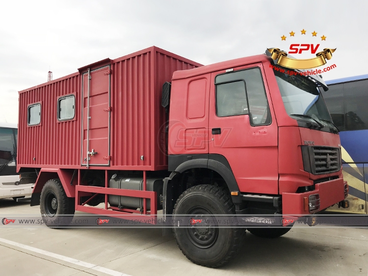 Off-road Lubrication Truck Sinotruk - In Shanghai Port