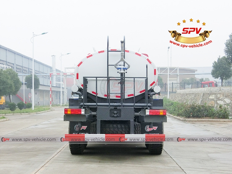 10,000 litres Off-road Water Tanker Truck Sinotruk - B