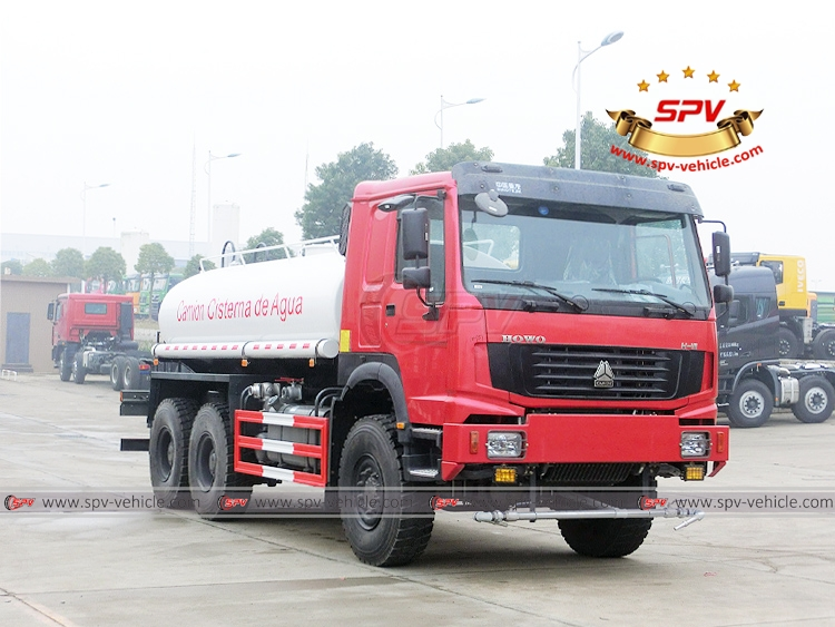 10,000 litres Off-road Water Tanker Truck Sinotruk - RF
