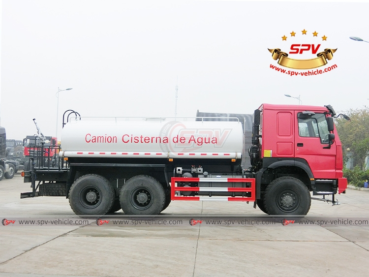 10,000 litres Off-road Water Tanker Truck Sinotruk - RS