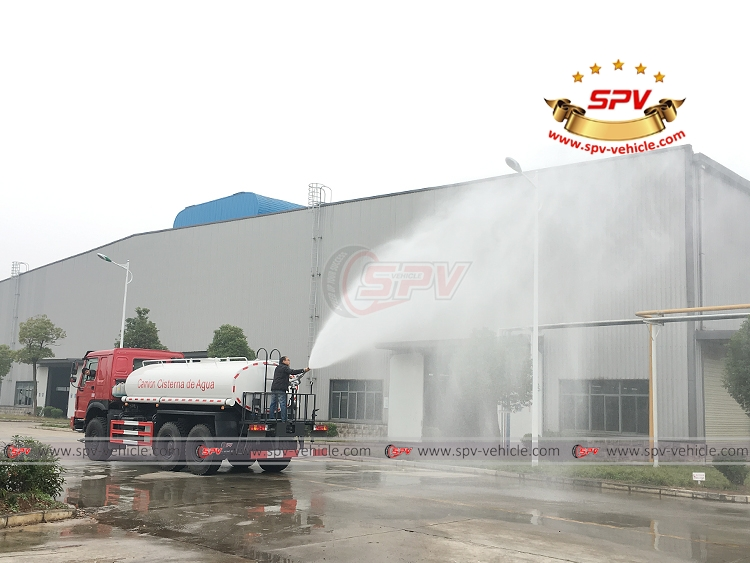 10,000 litres Off-road Water Tanker Truck Sinotruk - Water Cannon - M