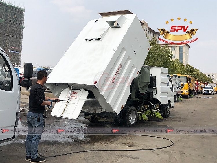 Road Sweeper Truck ISUZU - 2