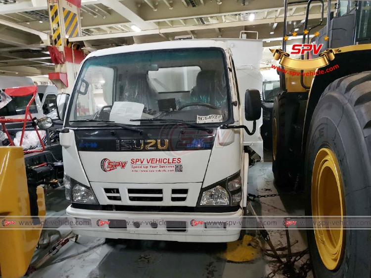 Road Sweeper Truck ISUZU - Loading into RORO vessel
