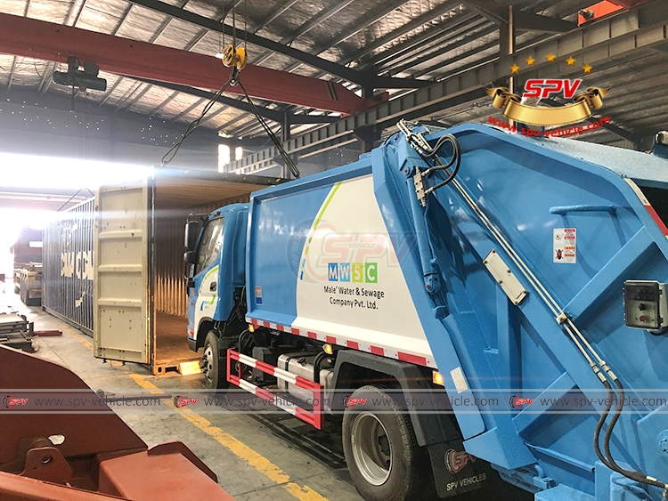 Garbage Compactor Truck FOTON - Loading into Container