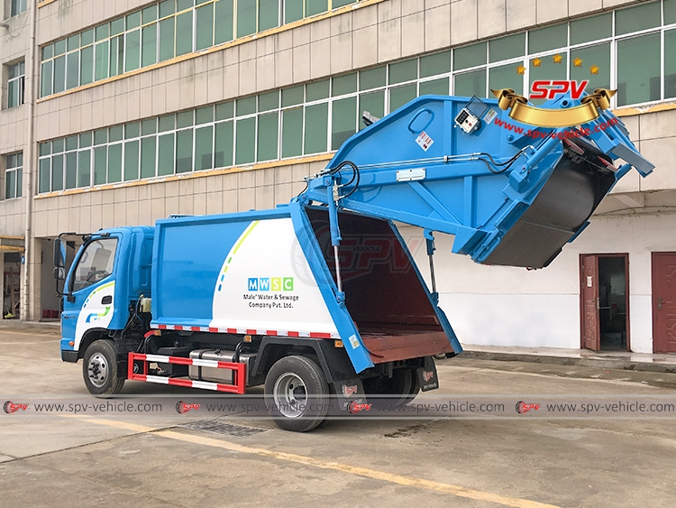 Garbage Compactor Truck FOTON - Tailgate Lifting