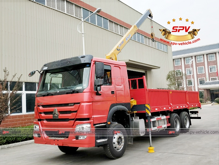 SPV is shipping 1 unit of cargo truck with crane Sinotruk to Latin America in November, 2017.